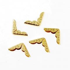 Металлический уголок с завитками, цвет золото, 125512